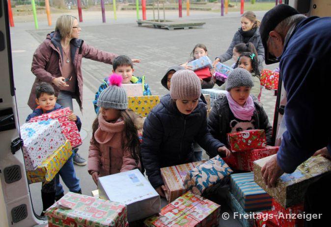 Kinderheim Weihnachtsgeschenke.Päckchen Für Kinderheime Freitags Anzeiger